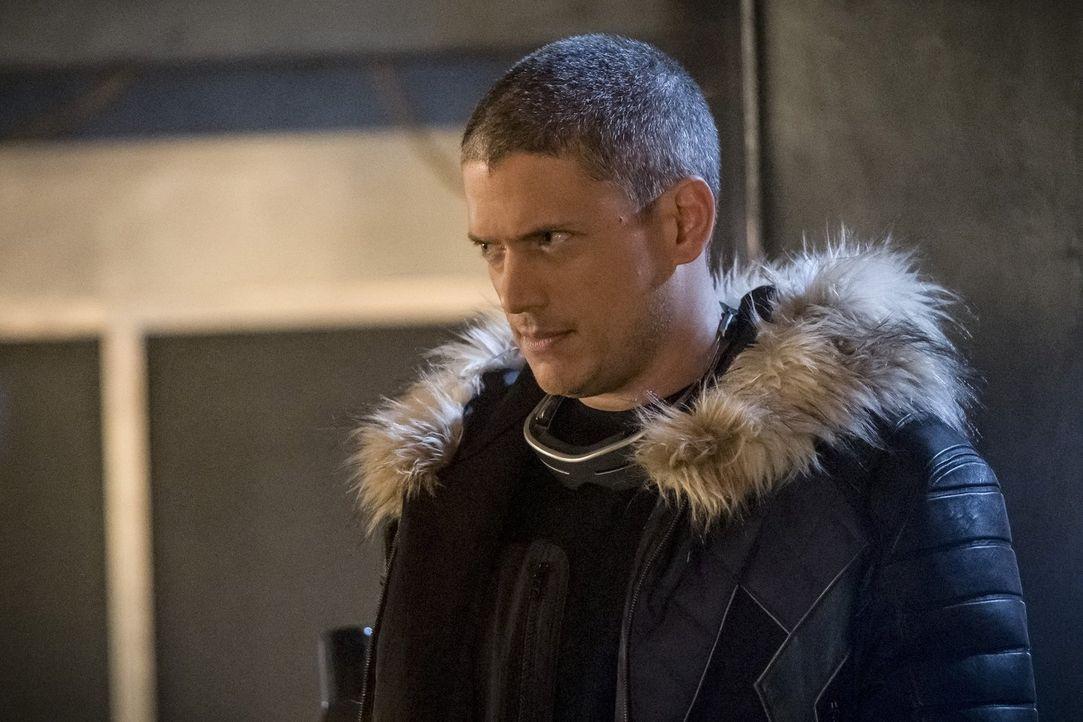 Leo Snart (Wentworth Miller) von Erde X versucht, den Helden von Erde 1 zu helfen, doch die Widerstandsbewegung, der auch er angehört, hat andere Pl... - Bildquelle: 2017 Warner Bros.