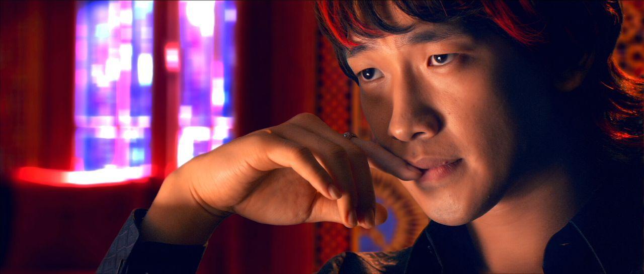 Spielt bei einem unsauberen Spiel mit, um seine Profite zu maximieren: Rennfahrer Taejo Togokahn (Rain) ... - Bildquelle: 2008   Warner Brothers