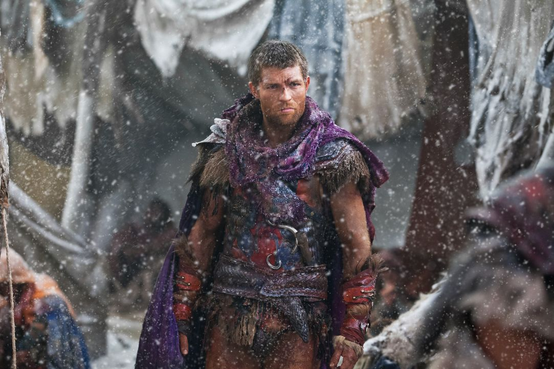 Tappt immer wieder in hinterhältige Fallen von Marcus Crassus, bis er sich dessen Denke zu eigen macht: Spartacus (Liam McIntyre) ... - Bildquelle: 2012 Starz Entertainment, LLC. All rights reserved.