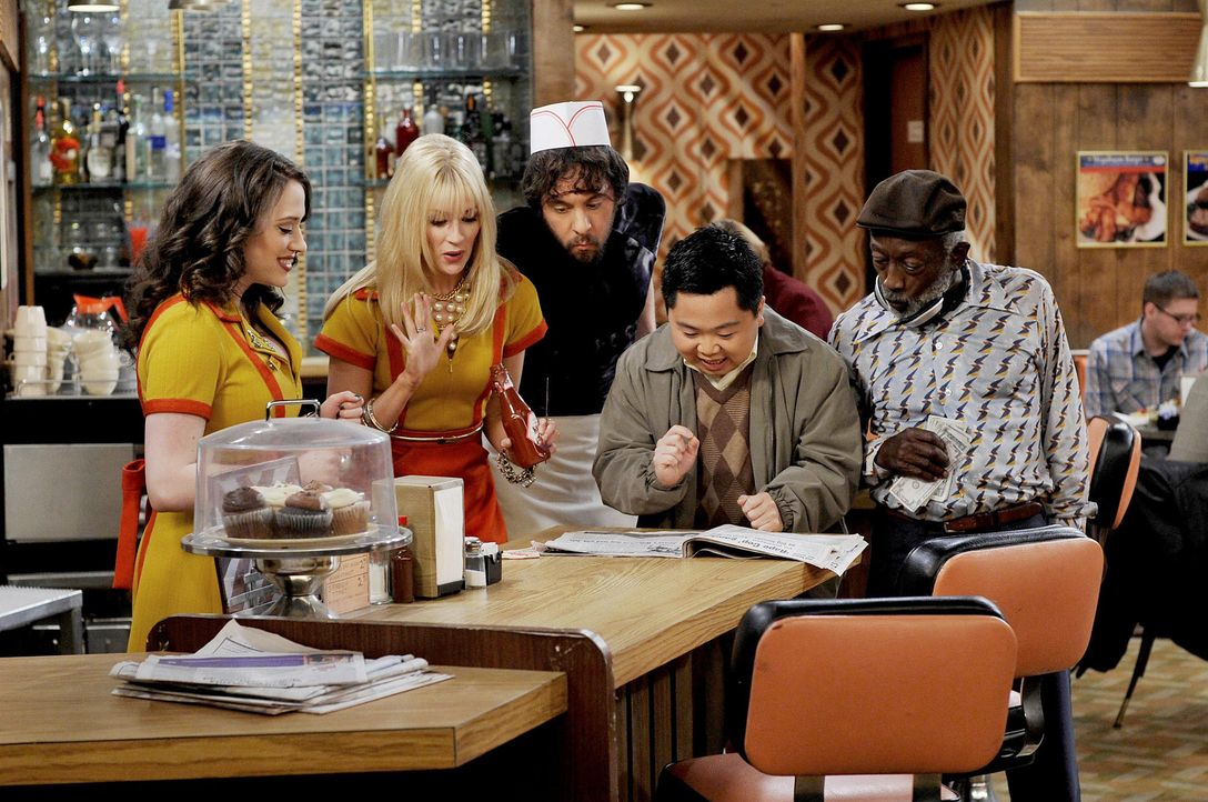 2-broke-girls-stf01-epi22-buttercreme-blamage-01-warner-brothersjpg 2100 x 1394 - Bildquelle: Warner Brothers