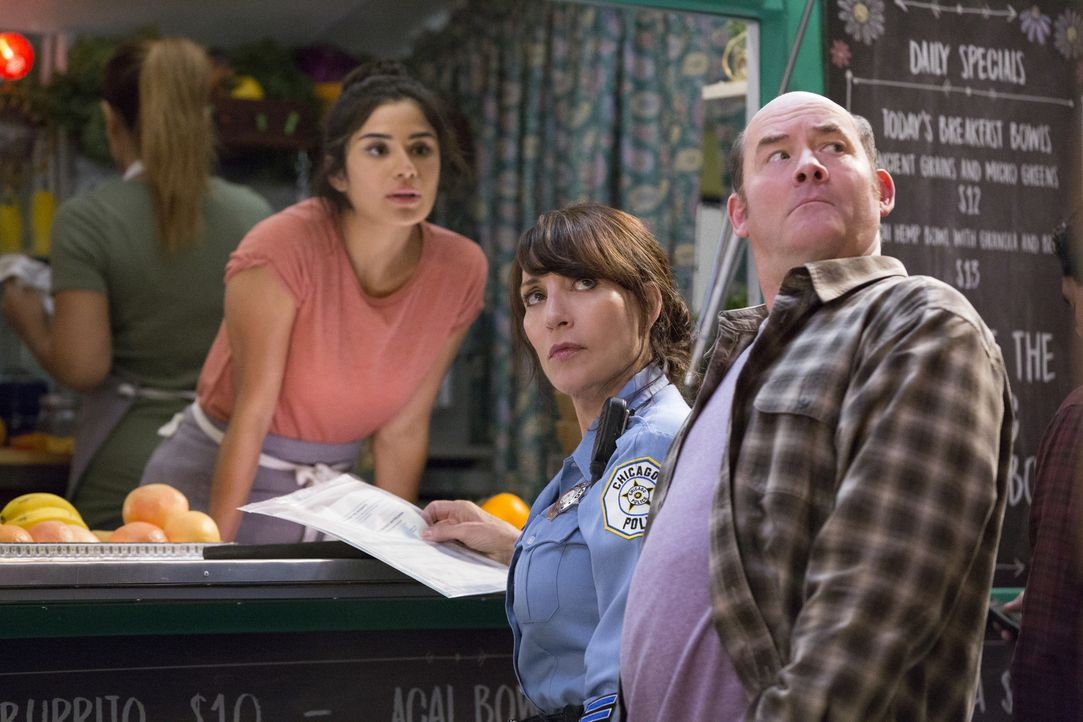 (v.l.n.r.) Sofia (Diane Guerrero); Randy (Katey Sagal); Tush (David Koechner) - Bildquelle: Jessica Brooks 2017 CBS Broadcasting, Inc. All Rights Reserved.
