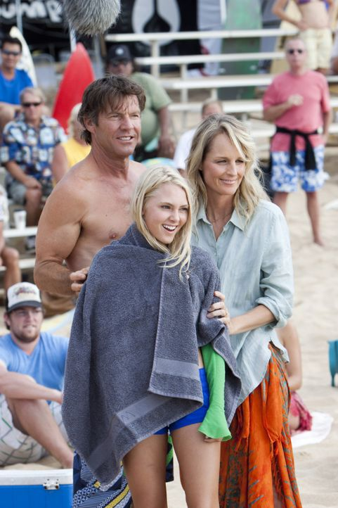 Tom (Dennis Quaid, l.) und Cheri (Helen Hunt, r.) sind stolz auf ihre Tochter Bethany (Anna Sophia Robb, M.), die alles versucht, um ihren Traum vom... - Bildquelle: Mario Perez, Noah Hamilton Tristar Pictures, Inc., FilmDistrict Distribution, LLC. and Enticing Entertainment, LLC.  All rights reserved