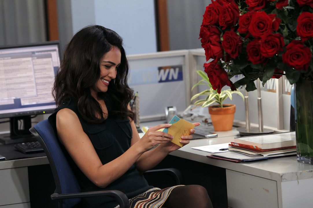 Meint es Barney wirklich ernst mit Nora (Nazanin Boniadi)? - Bildquelle: 20th Century Fox International Television