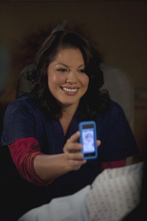 Callie (Sara Ramirez) hat Probleme damit, ihrer ehemaligen Schwiegermutter von Arizona und ihrer Familie zu erzählen. Als sie endlich ihren Mut zus... - Bildquelle: ABC Studios