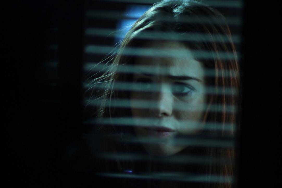 Begeht den folgenschweren Fehler, dem Mörder Maynard zu vertrauen: Lita (Roxanne McKee, r.) ... - Bildquelle: Constantin Film Verleih GmbH