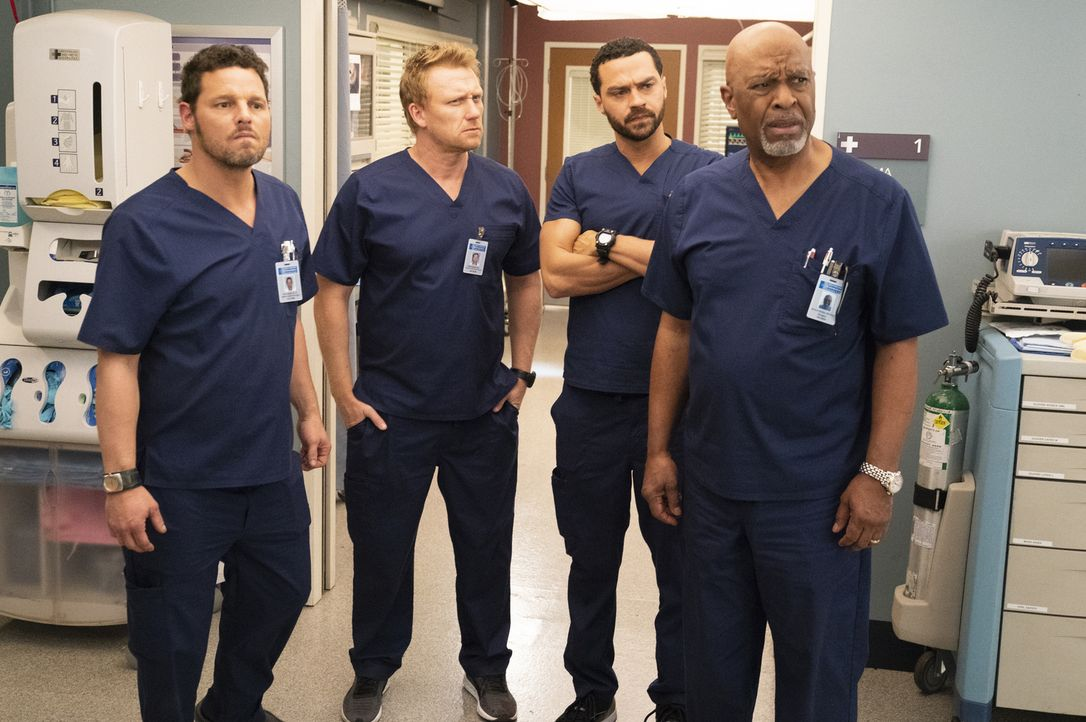 (v.l.n.r.) Dr. Alex Karev (Justin Chambers); Dr. Owen Hunt (Kevin McKidd); Dr. Jackson Avery (Jesse Williams); Dr. Richard Webber (James Pickens Jr.) - Bildquelle: Mitch Haaseth ABC Studios