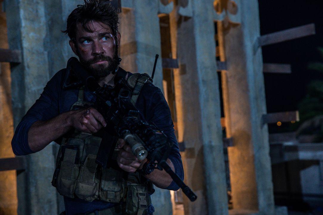 Der Ex-Soldat Jack Silva (John Krasinski) macht sich mit einigen Kollegen vom CIA auf den Wag nach Bengasi, um dort den Angriff einer islamistischen... - Bildquelle: 2016 Paramount Pictures. All Rights Reserved.