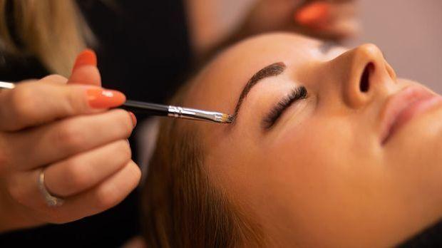 Tool zum Augenbrauen färben - Tipps vom Profi