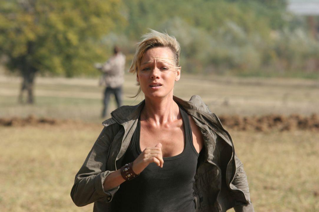 Amanda (Crystal Allen) ist fest entschlossen, die gefährliche Anakonda zu töten, an deren Entstehung sie selbst beteiligt war, doch das angriffslu... - Bildquelle: CPT Holdings, Inc.  All Rights Reserved.