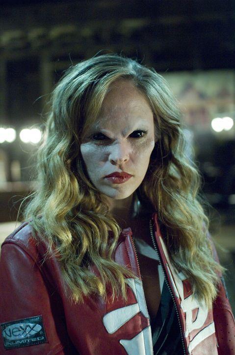 Transformiert zu einer Vampirin: Nicole (Autumn Reeser) ... - Bildquelle: Warner Brothers