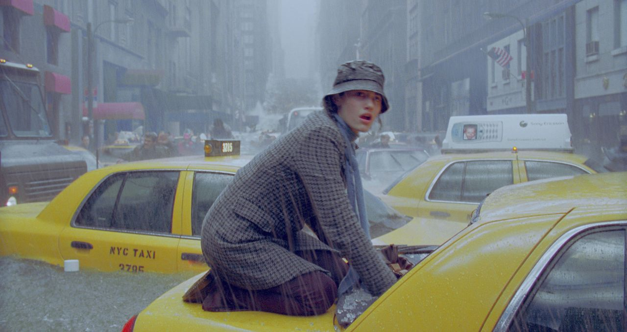 Das Wasser in den Straßen von New York steigt unablässig. Selbst wenn Laura Chapman (Emmy Rossum) den Fluten entgehen kann: Wird sie auch die folgen... - Bildquelle: 2004 Twentieth Century Fox Film Corporation. All rights reserved.