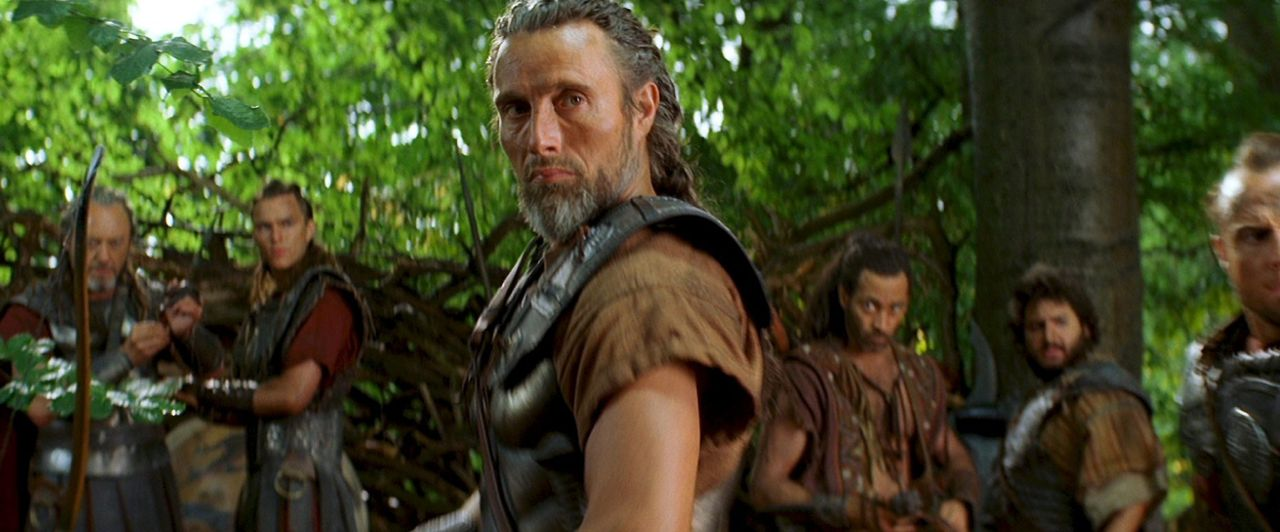 Machen sich auf den Weg in ferne, gefährliche Welten, um einen Weg zu finden, den Kraken zu besiegen: Solon (Liam Cunningham, l.), Eusebios (Nichola... - Bildquelle: 2010 Warner Bros.