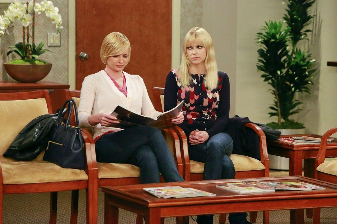 Macht sich große Sorgen um ihre Freundin Jill (Jaime Pressly, l.): Christy (Anna Faris, r) ... - Bildquelle: 2016 Warner Bros. Entertainment, Inc.