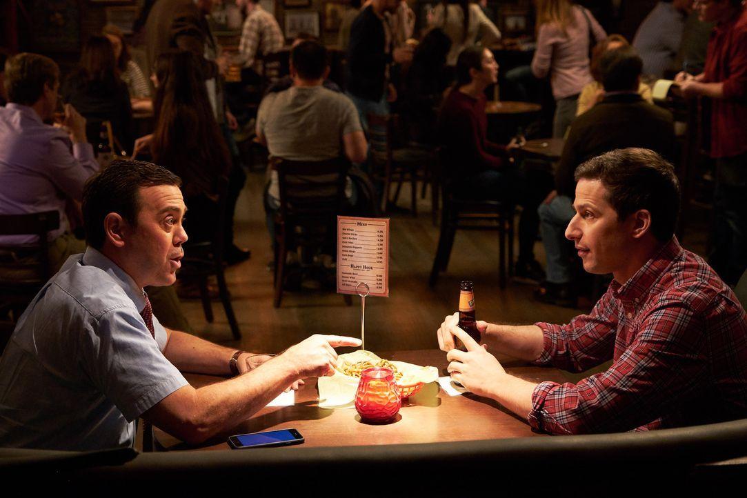Charles Boyle (Joe Lo Truglio, l.); Jake Peralta (Andy Samberg, r.) - Bildquelle: John P. Fleenor 2018 UNIVERSAL TELEVISON LLC. All rights reserved. / John P. Fleenor