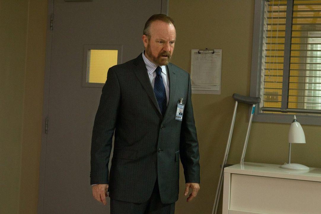 Während Bobby (Jim Beaver) versucht, die Brüder aus dem Leviathan-Krankenhaus zu retten, sieht Sam ein Mädchen aus seiner Vergangenheit wieder ... - Bildquelle: Warner Bros. Television