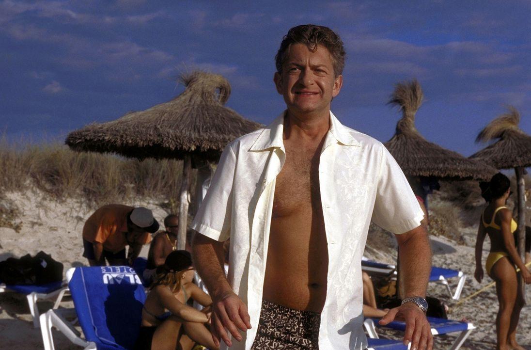 Unterwegs zu neuen Ufern: David (Dominic Raacke) ist auf der Suche nach dem ultimativen Urlaubskick ... - Bildquelle: ProSieben