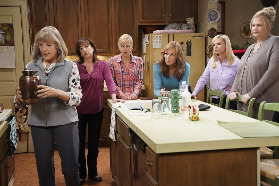 (v.l.n.r.) Marjorie (Mimi Kennedy); Wendy (Beth Hall); Christy (Anna Faris); Bonnie (Allison Janney); Jill (Jaime Pressly); Tammy (Kristen Johnston) - Bildquelle: Sonja Flemming 2018 CBS Broadcasting, Inc. All Rights Reserved.