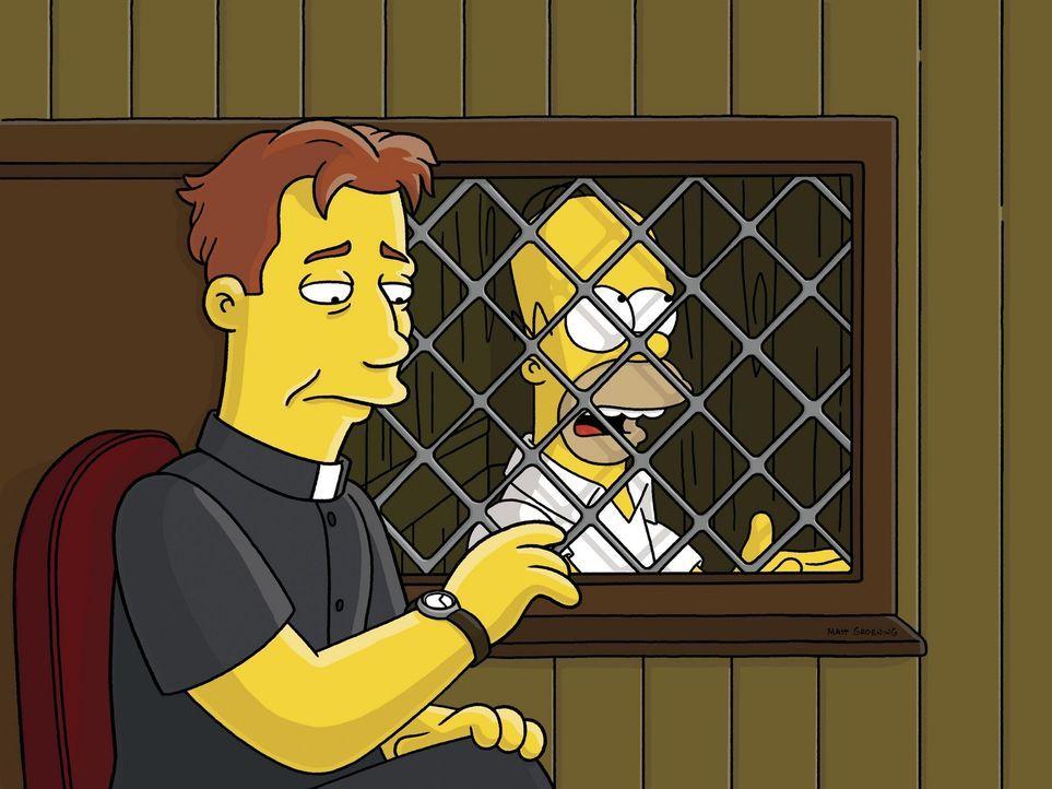 Homer (r.) stellt Pater Sean (l.) zur Rede, doch als es aus der Internatsküche nach Pfannkuchen riecht, beschließt Homer, katholisch zu werden ... - Bildquelle: und TM Twentieth Century Fox Film Corporation - Alle Rechte vorbehalten