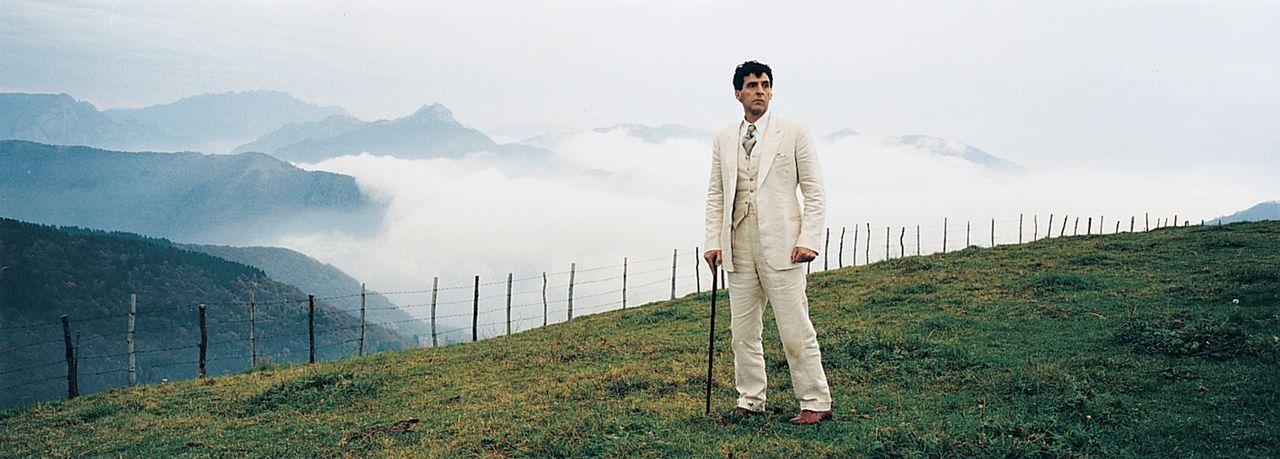 Ende der 20er Jahre gilt der merkwürdig auftretende Alexander Lushin (John Turturro) als Schach-Genie, aber als ziemlich verrücktes ... - Bildquelle: 2003 Sony Pictures Television International. All Rights Reserved.