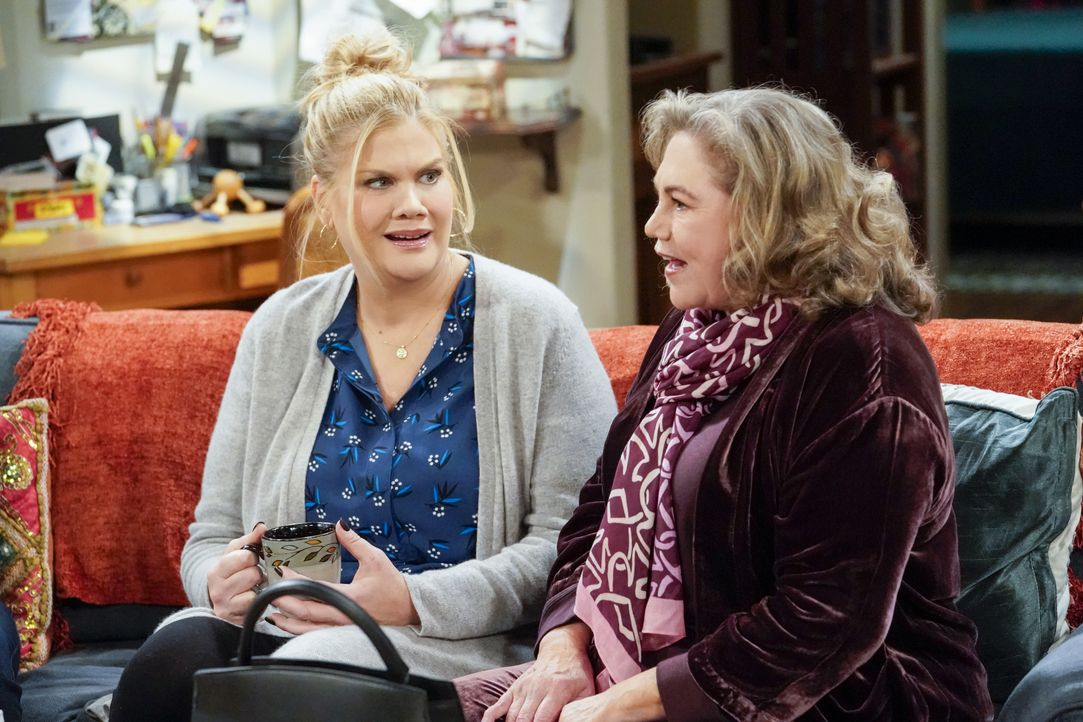 Tammy (Kristen Johnston, l.); Cookie (Kathleen Turner, r.) - Bildquelle: Warner Bros. Entertainment, Inc.