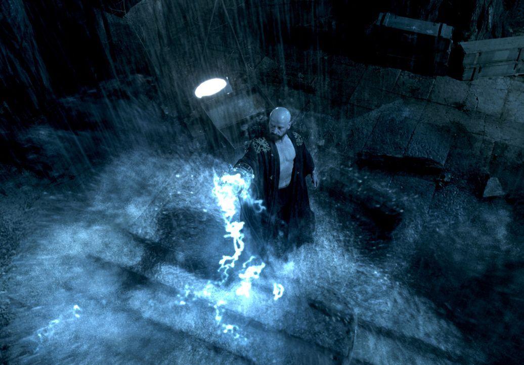 Als der größenwahnsinnige Magier Grigori Rasputin (Karel Roden) mit seinen okkulten Beschwörungen versucht, die Hölle auf Erden zu entfesseln, e... - Bildquelle: Sony Pictures Television International. All Rights Reserved.