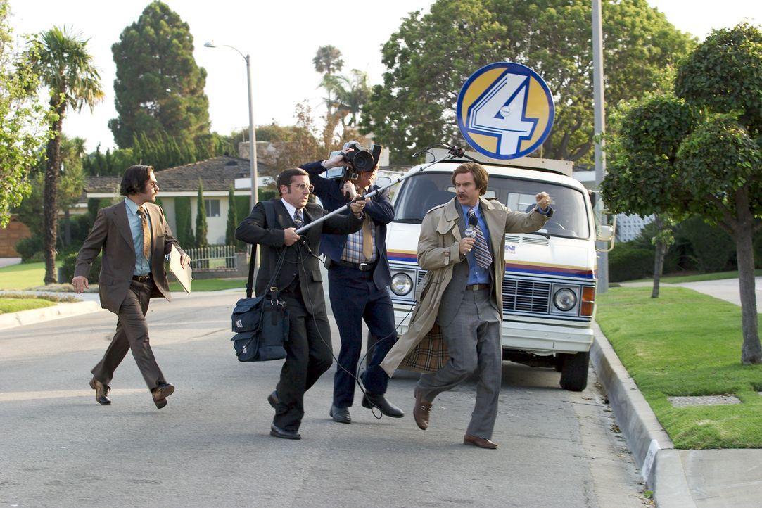 In den 70er Jahren ist Ron Burgundy (Will Ferrell, r.) der Mann für die Lokalnachrichten von San Diego. Als ihm eines Tages eine ehrgeizige Journal... - Bildquelle: Frank Masi DreamWorks