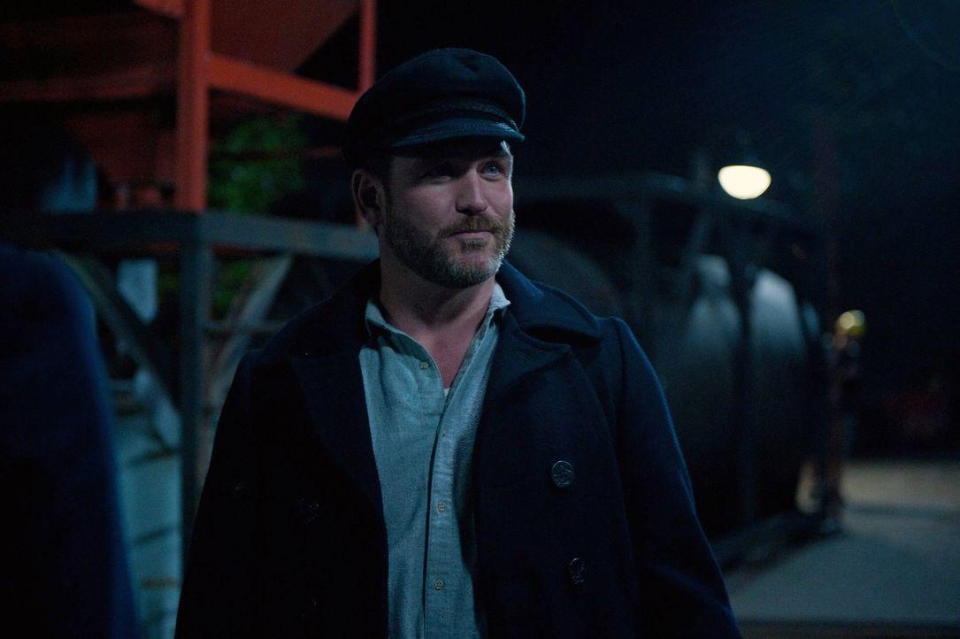 Als Benny (Ty Olsson) Probleme mit seinesgleichen bekommt, sieht er nur eine Möglichkeit, aus der misslichen Lage zu fliehen ... - Bildquelle: Warner Bros. Television
