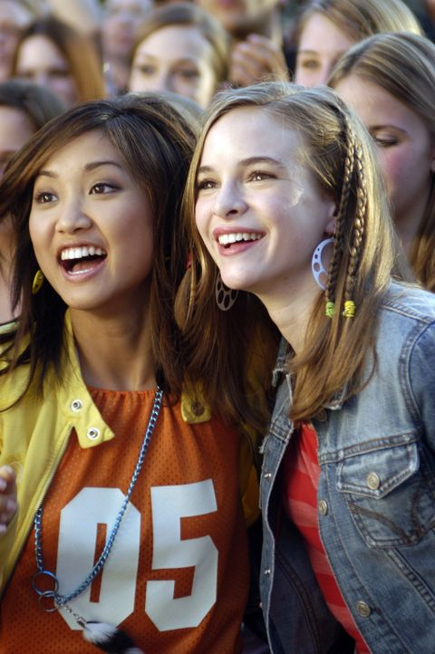 Seit Jahren schwärmen die beiden Freundinnen Brittany (Danielle Panabaker, r.) und Natasha (Brenda Song, l.) für den Popsänger Jordan Cahill. Ein... - Bildquelle: The Disney Channel