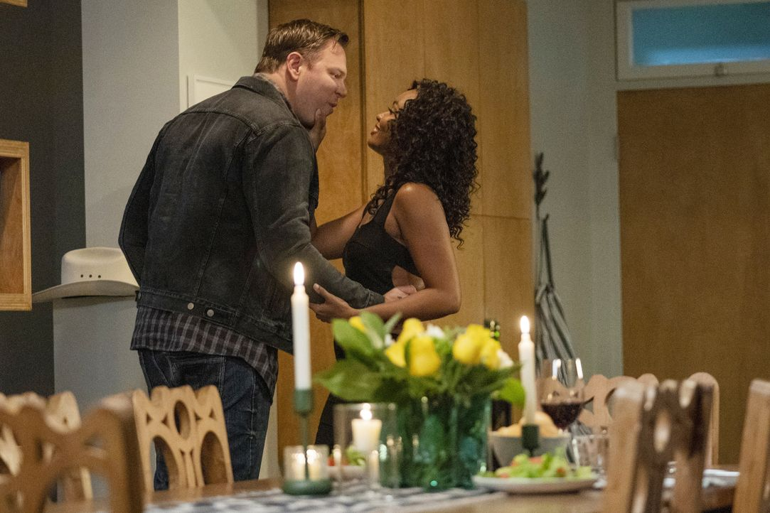 Judd Ryder (Jim Parrack, l.); Grace Ryder (Sierra McClain, r.) - Bildquelle: Jack Zeman 2020 Twentieth Century Fox Film Corporation.  All rights reserved. / Jack Zeman