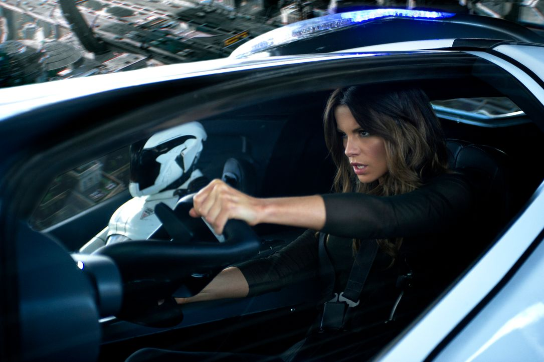 Entpuppt sich als eiskalte Undercover-Agentin, die ihrem Mann ans Leder will: Lori Quaid (Kate Beckinsale) ... - Bildquelle: Michael Gibson 2012 Columbia Pictures Industries, Inc.  All Rights Reserved. **ALL IMAGES ARE PROPERTY OF SONY PICTURES ENTERTAINMENT INC. FO