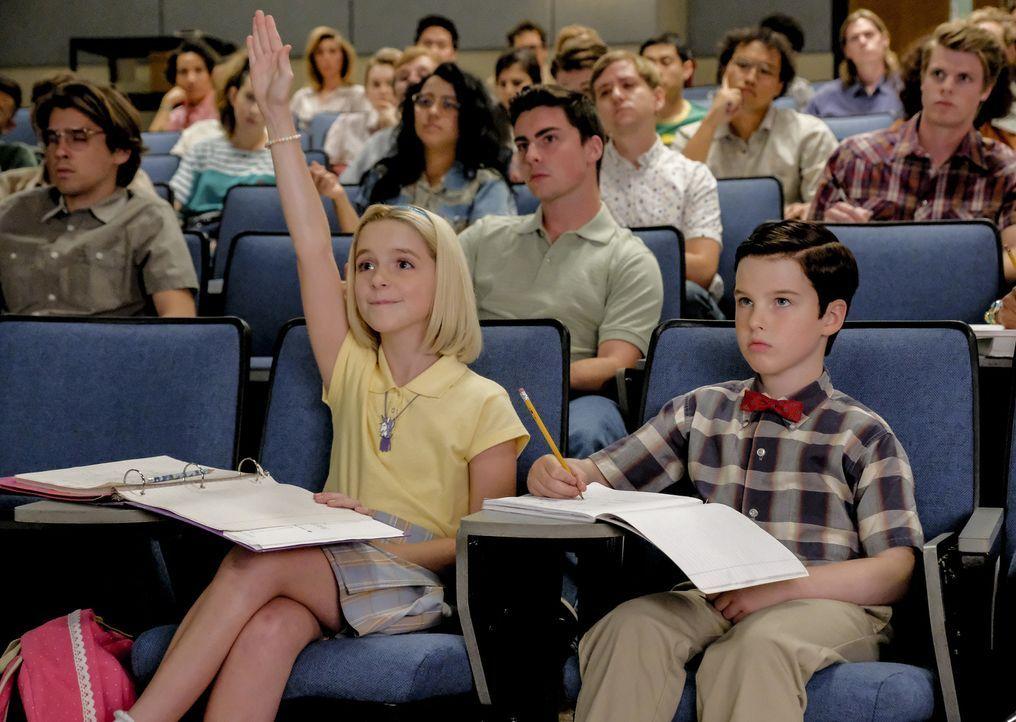 Paige (Mckenna Grace, l.); Sheldon (Iain Armitage, r.) - Bildquelle: Warner Bros.