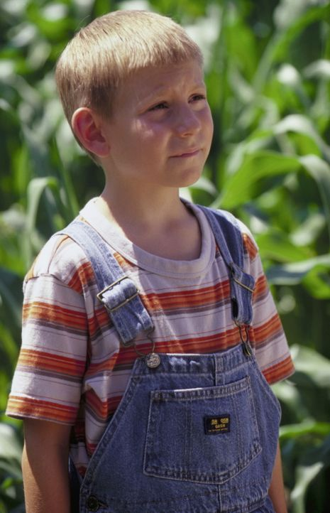 Dewey (Erik Per Sullivan) sucht bei einer Vogelscheuche Hilfe ... - Bildquelle: TM +   2000 Twentieth Century Fox Film Corporation. All Rights Reserved.