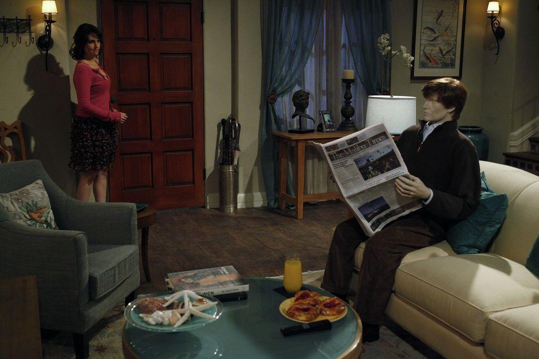 Charlie begegnet zufällig seiner Stalkerin Rose (Melanie Lynskey, l.), die ihm vor einiger Zeit weisgemacht hat, dass sie geheiratet habe. In seiner... - Bildquelle: Warner Bros. Television