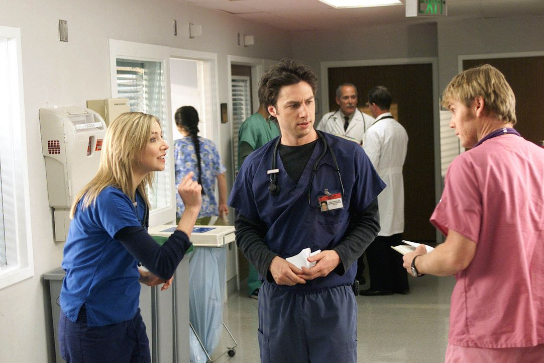 Zur großen Verärgerung von J.D (Zach Braff, M.). und Co. wird in der Klinik das Erscheinen eines Kollegen namens Dr. Fisher (Jay Mohr, r.) angekü... - Bildquelle: Touchstone Television