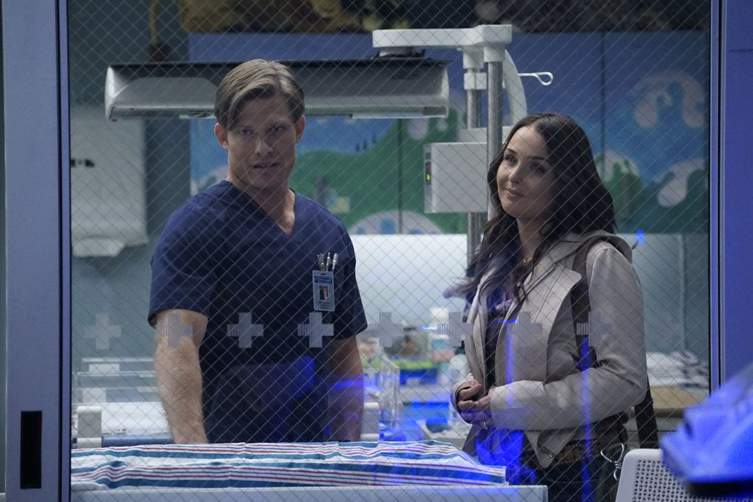 Dr. Atticus Lincoln (Chris Carmack, l.); Dr. Jo Karev (Camilla Luddington, r.) - Bildquelle: Kelsey McNeal 2020 American Broadcasting Companies, Inc. All rights reserved. / Kelsey McNeal