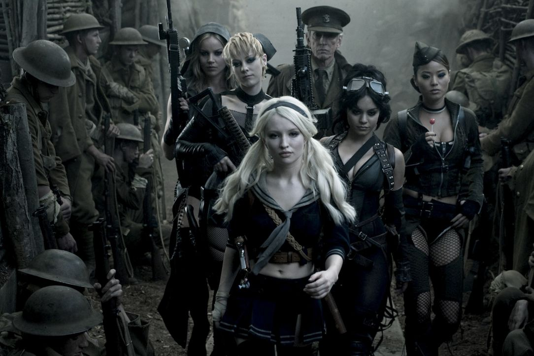 (v.l.n.r.) Sweet Pea (Abbie Cornish); Rocket (Jena Malone); Babydoll (Emily Browning); Wise Man (Scott Glenn); Blondie (Vanessa Hudgens); Amber (Jam... - Bildquelle: Warner Bros.