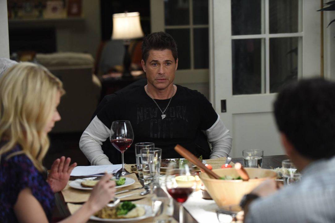 Dean (Rob Lowe) erkennt, dass er seine Fähigkeiten als Grinder verloren hat und will diese beim Lösen eines neuen Falles wiederfinden ... - Bildquelle: 2015-2016 Fox and its related entities.  All rights reserved.