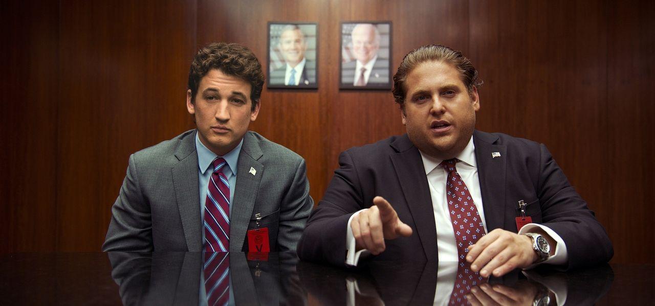 David Packouz (Miles Teller, l.); Efraim Diveroli (Jonah Hill, r.) - Bildquelle: Warner Bros.