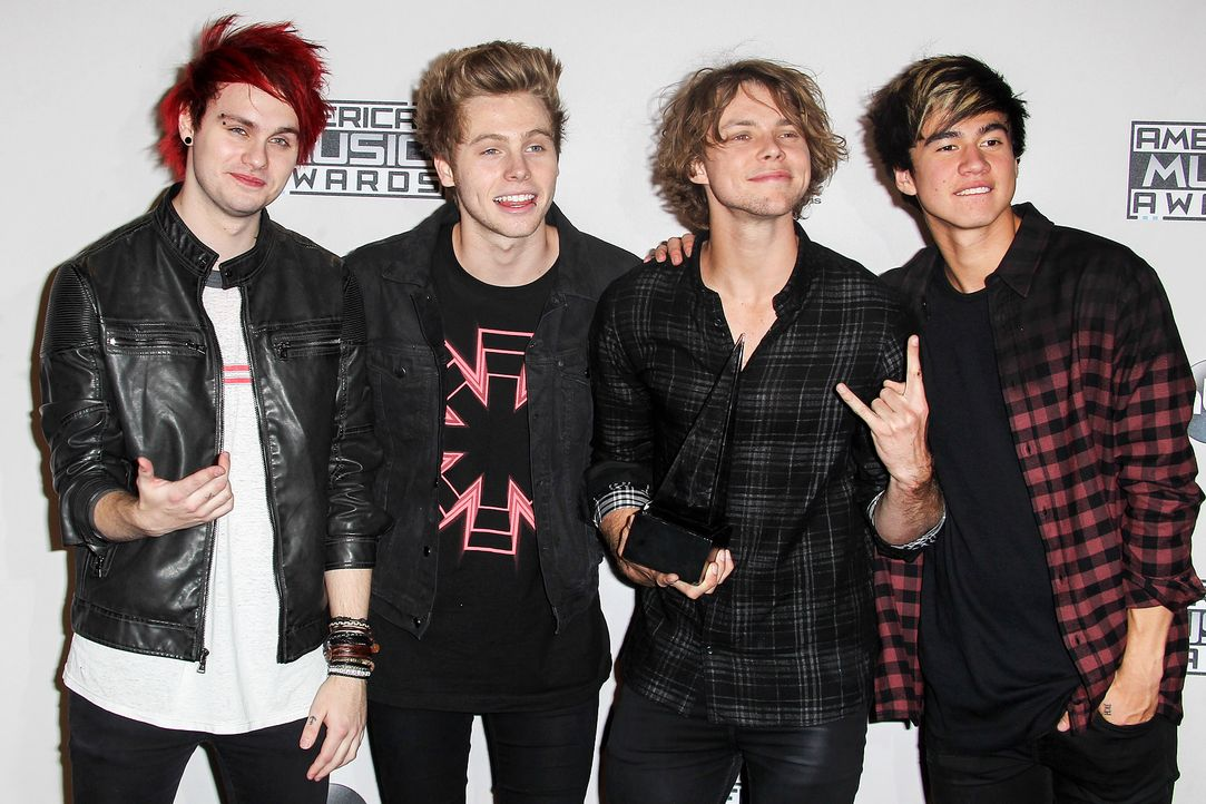 AMAs-5-Seconds-of-Summer-14-11-23-FayesVision-WENN-com - Bildquelle: FayesVision/WENN.com