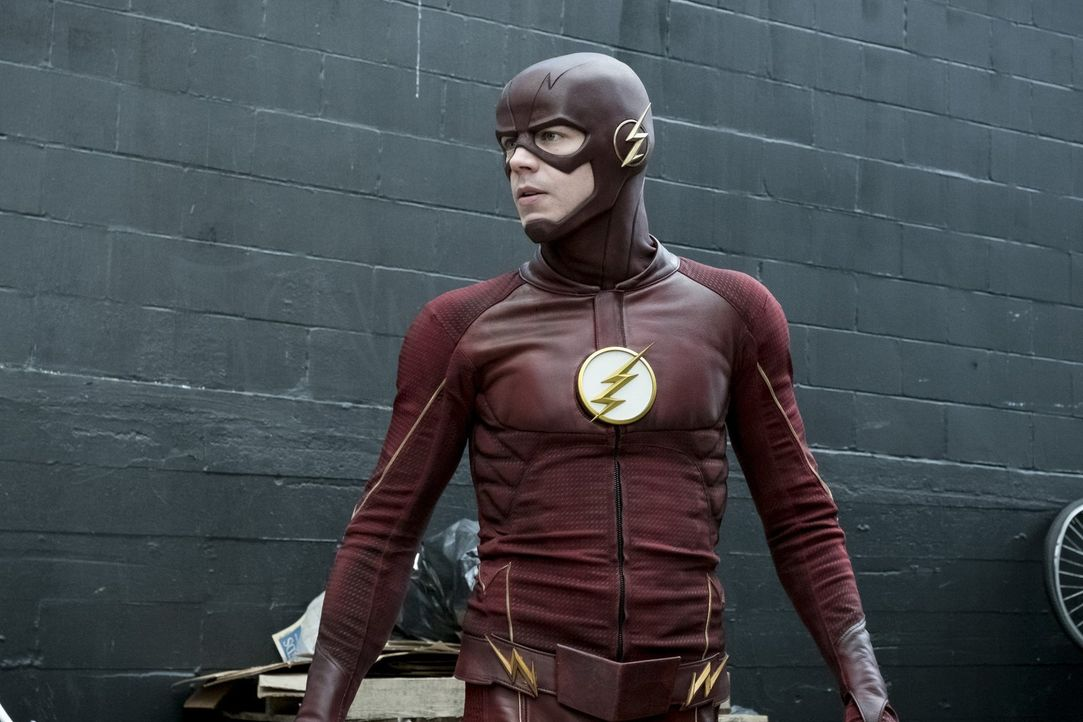 Eigentlich will Barry alias The Flash (Grant Gustin) nur die Identität von Savitar in der Zukunft herausfinden, doch dann erkennt er, dass er nicht... - Bildquelle: 2016 Warner Bros.