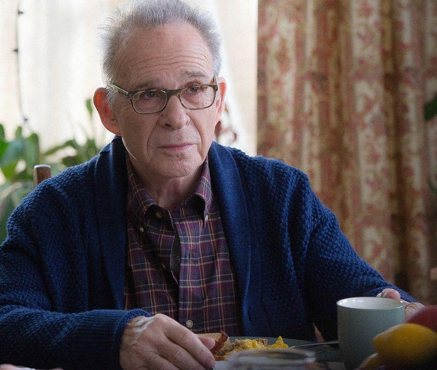 Als sein Vater (Ron Rifkin) schwer krank wird, wird Brian Finch klar, dass er, anders als seine Geschwister, im Leben noch nichts erreicht hat. Sein... - Bildquelle: Jojo Whilden 2015 CBS Broadcasting, Inc. All Rights Reserved