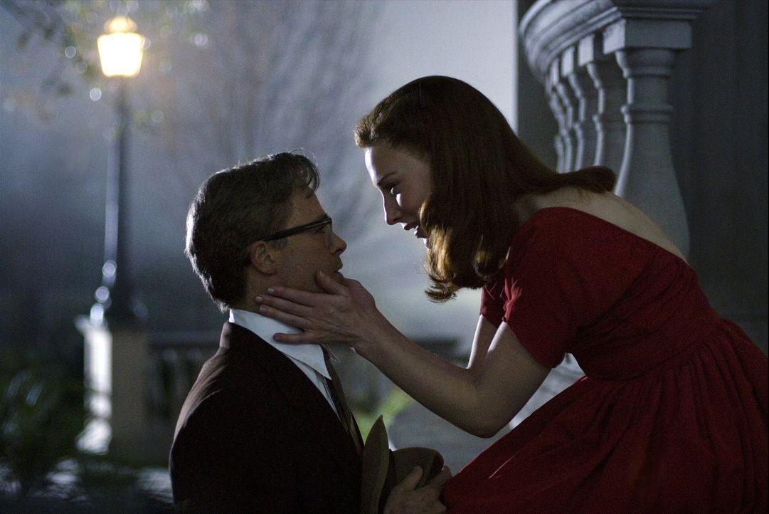 Endlich nähern sich Benjamin Button (Brad Pitt, l.) und Daisy (Cate Blanchett, r.) altersmäßig an. Doch noch immer ist ihre Zeit nicht gekommen ... - Bildquelle: 2009   Warner Brothers