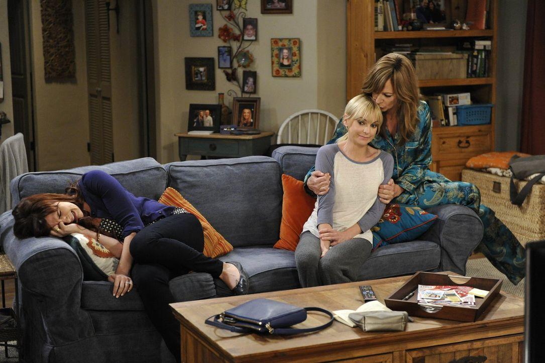 Dass eine Romanze so polarisieren kann: Während Bonnie (Allison Janney, r.) Christy (Anna Faris, M.) voll und ganz in ihrer Beziehung mit Fred unter... - Bildquelle: 2015 Warner Bros. Entertainment, Inc.