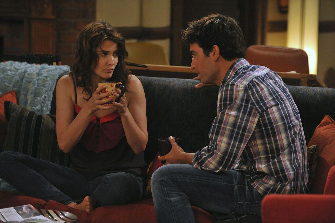 Während Ted (Josh Radnor, r.) immer noch auf der Suche nach der Frau fürs Leben ist, will Robin (Cobie Smulders, l.) Barney beweisen, dass sie ihr... - Bildquelle: 20th Century Fox International Television