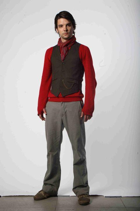 Im Kampf gegen Riesenwürmer: Connor (Andrew Lee Potts) ... - Bildquelle: ITV Plc