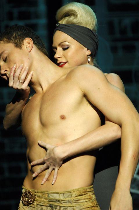 Dürfen für die berühmte Choreografin Monica Straus tanzen: Suzanne (Sarah Jayne Jensen, r.) und Tommy (Kenny Wormald, l.). Doch als diese die bei... - Bildquelle: Copyright   2008 Stage 6 Films, Inc. All Rights Reserved.