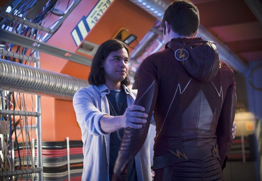 In welcher Verbindung werden Cisco (Carlos Valdes, l.) und Barry alias The Flash (Grant Gustin, r.) in der Zukunft zueinander stehen? - Bildquelle: Warner Brothers.