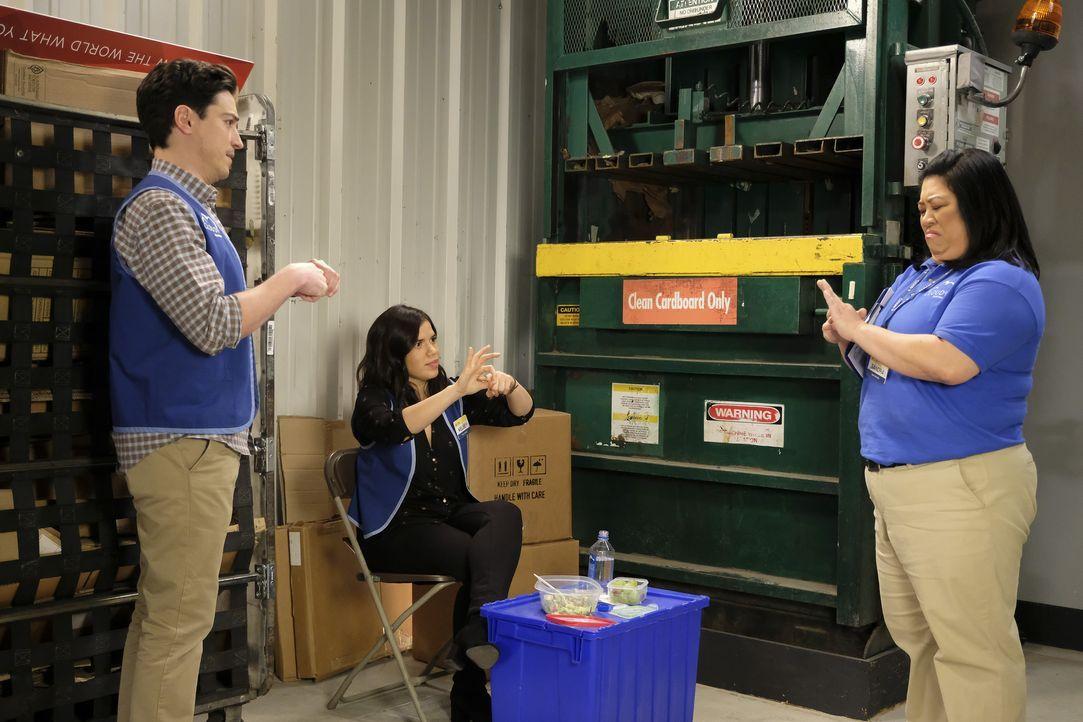 (v.l.n.r.) Jonah (Ben Feldman); Amy (America Ferrera); Sandra (Kaliko Kauahi) - Bildquelle: Adam Rose 2017 NBCUniversal Media, LLC / Adam Rose