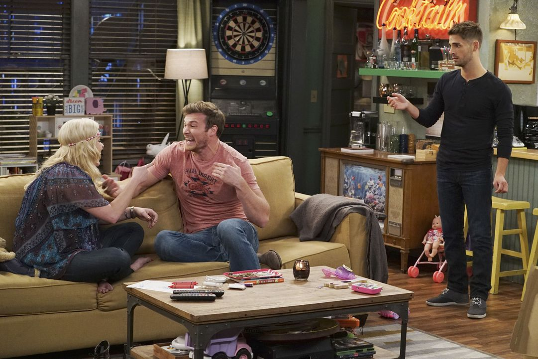 (v.l.n.r.) Bonnie (Melissa Peterman); Danny (Derek Theler); Ben (Jean-Luc Bilodeau) - Bildquelle: Eric McCandless ABC Family