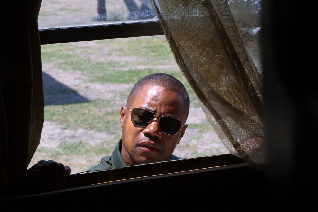 Grenzkontrolleur Michael Dixon (Cuba Gooding jr.) fährt gerade Streife am Rio Grande, auf der Suche nach einem Menschenschmuggler, in dessen Truck... - Bildquelle: 2008 Worldwide SPE Acquisitions Inc. All Rights Reserved.